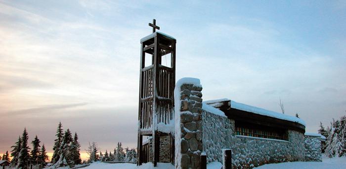 Sjusjøen fjellkirke i vinterdrakt
